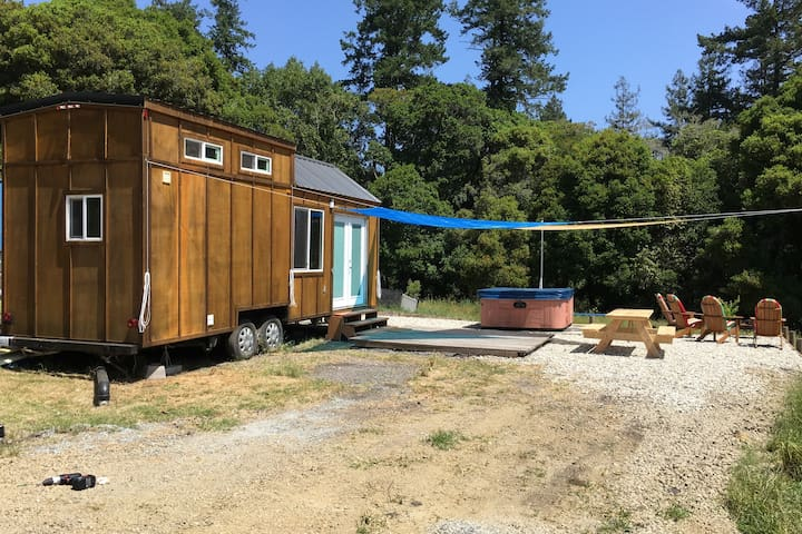 Tiny home on 15 acre farm close to Capitola & S.C.