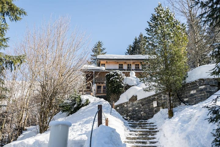 Rustic style for 8 guests close to the ski slope