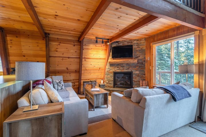 Tahoe Solitude by AvantStay | Cozy Tahoe Solitude Cabin In Serene Forest Setting