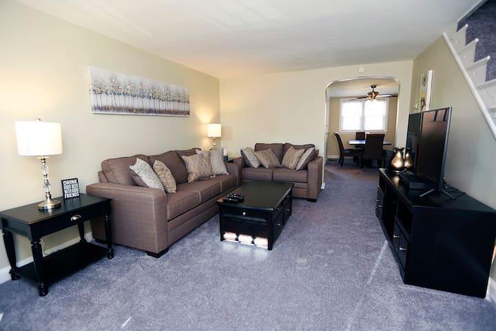 Comfortable Row Home near Amenities