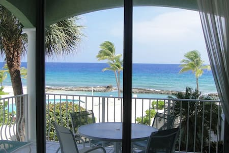 YOU'VE Arrived! Beachfront 3BR condo w/ Pool-Relax