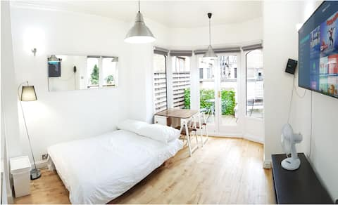 Terrace 2 Bedroom Apartment- Covent Garden-TV WiFi