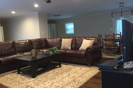 Downtown Smyrna Home (private room) - Smyrna - Talo