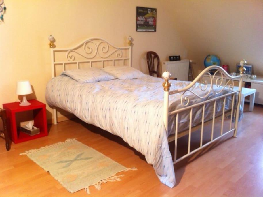 La chambre: lit 2 personnes