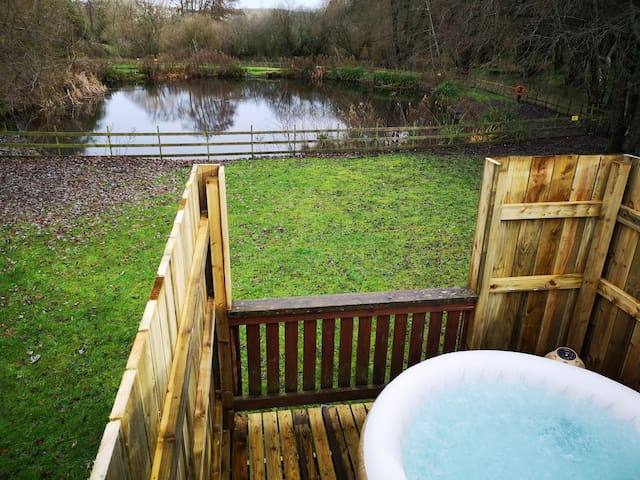 Kingfisher Hot Tub -HuntersMoon-Warminster,Bath