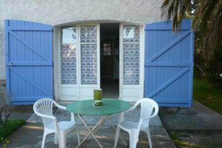 Location Studio HYERES Ayguade Ref : RJA - Hyères - Villa