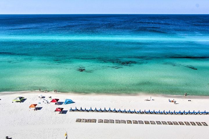 Cozy Panama City Beach Waterfront Condo w/ 4 Pools