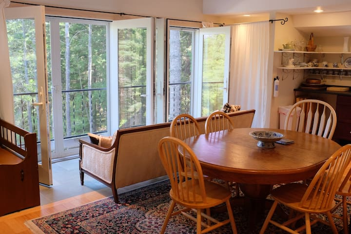 Acadia 3 bedroom secluded and wooded, yet in town! - Southwest Harbor - Apartment