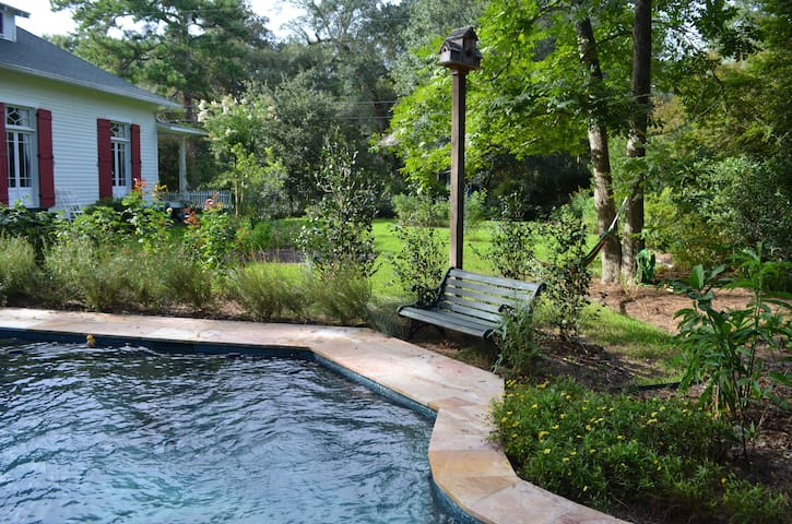Abita Retreata (1BR cottage apt, town center)