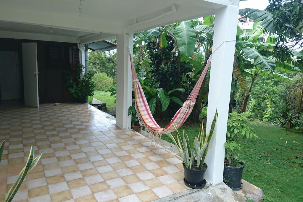 Entrée privative  terrasse/espace détente