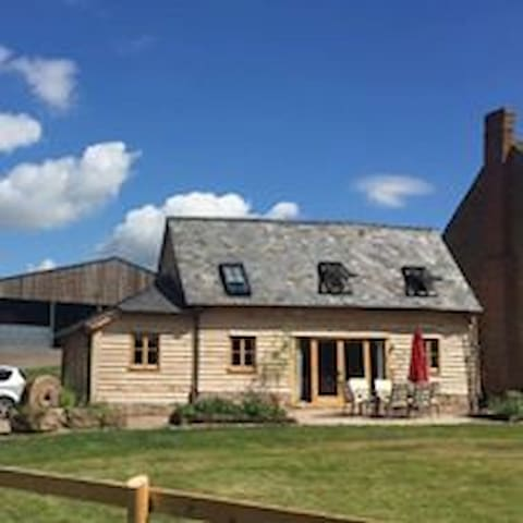 Super Stylish Barn, family friendly, Sleeps 6+Dog - Ledbury