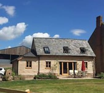 Super Stylish Barn, family friendly, Sleeps 6+Dog - Ledbury - Hus