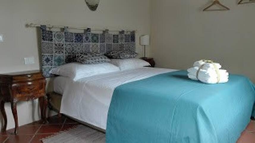 Azalea, graziosa camera in casale a 5 km da Lucca