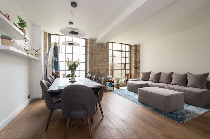 Beautiful 4 BD Warehouse Conversion on park - Londra - Ev