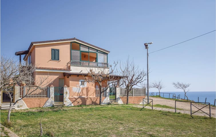 Holiday apartment with 2 bedrooms on 70m² in Isola di Capo Rizzuto