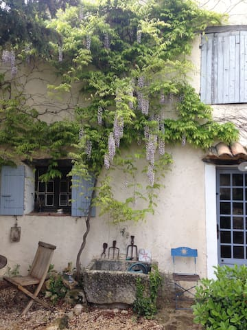 Old charming house at the foot of the Mont Ventoux