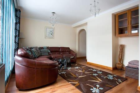 Stunning Builder's House 3 bedroom - Glasgow - Ev