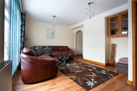 Stunning 3 Bedroom House with 2 Bathrooms