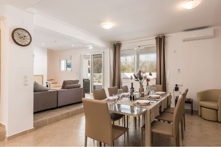 Villa Astra walking distance to the sea