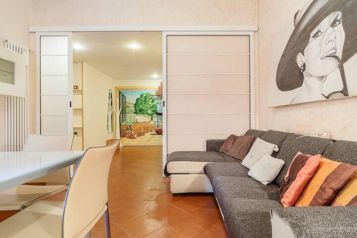 Secret Garden Apartment with Balcony x 4!BOOK NOW!