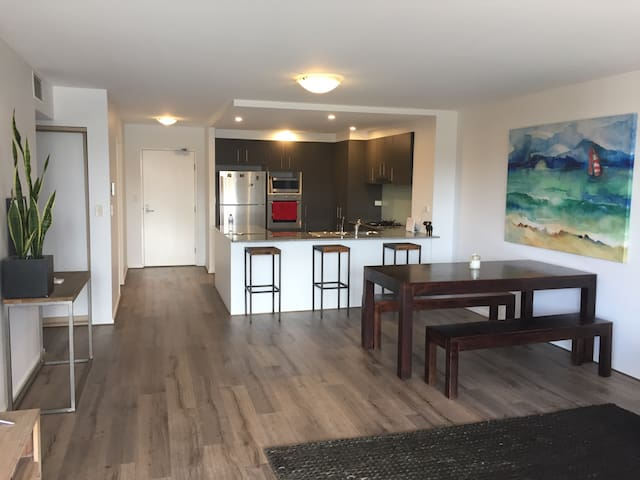 Cool spacious 2 bedder in the CBD - Newcastle - Apartment