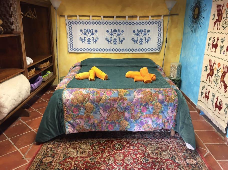 The master bedroom. Camera da letto.
