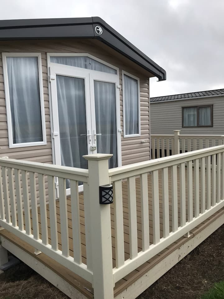 Luxury 8 berth holiday let  Parkdean Resort m508