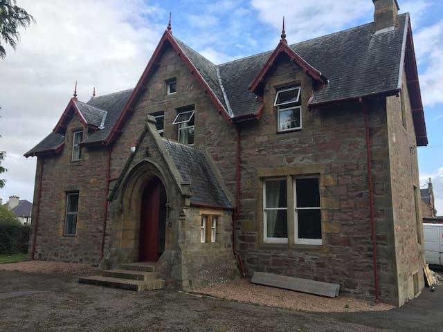 Cambeth Lodge -Newly refurbished Victorian Manse
