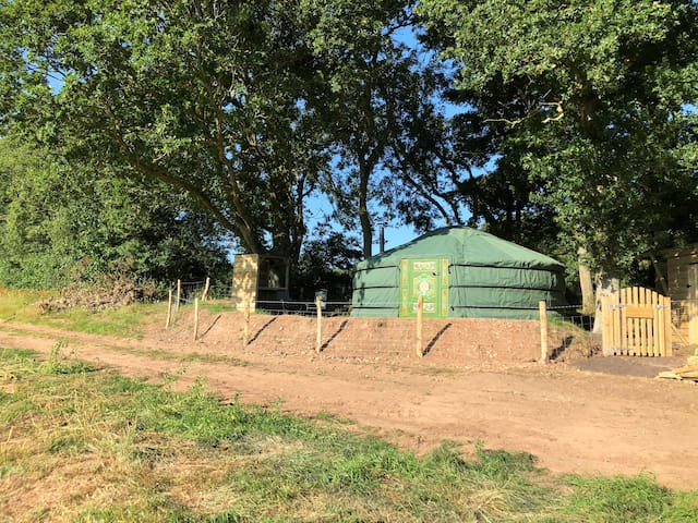 'Mill Stream Yurt' in AONB. Tranquility&privacy.