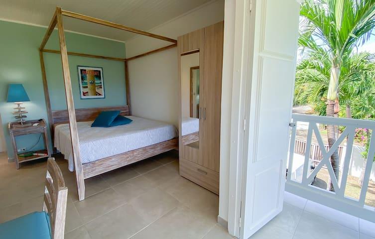 Chambre double avec lit Queen Size