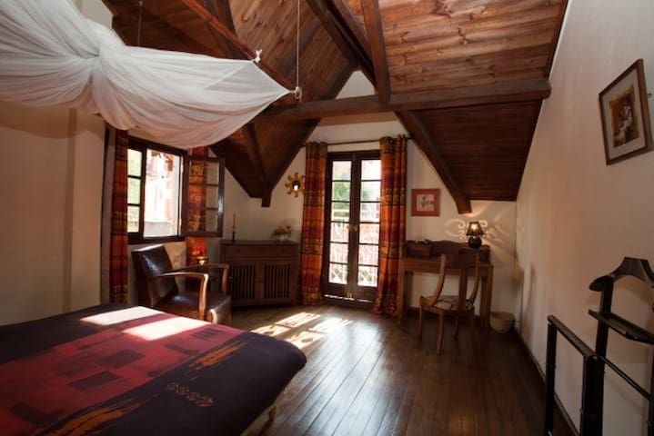 Charming and comfortable room, Chez Aïna