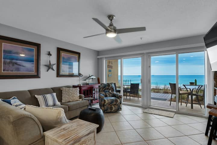 Oceanfront 1st-Floor Condo w/Beach Equipment Rentals/Beach Access/Shared Pool!