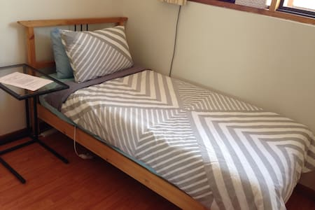 Steps to city, budget single room - Unley - Townhouse