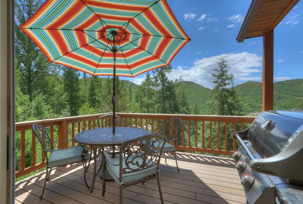 Outdoor dining at Durango Colorado vacation rental cabin known as Hawks Nest
