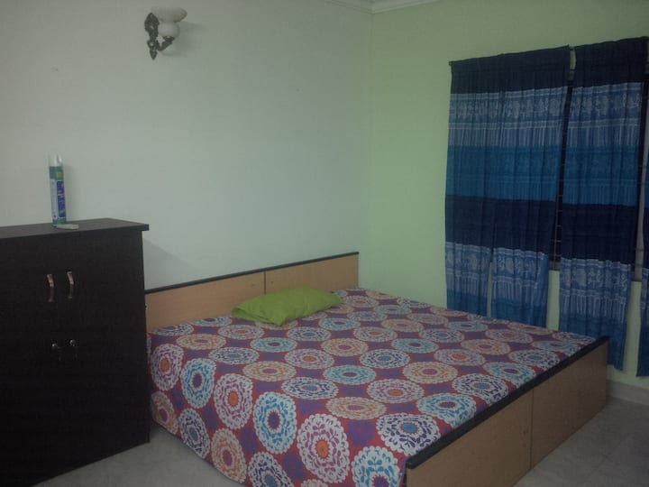 Cozy cheap place for Staying near gulshan circle