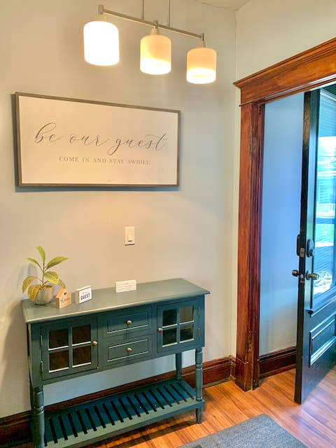 Private Downtown Apartment! Cozy & Comfortable!