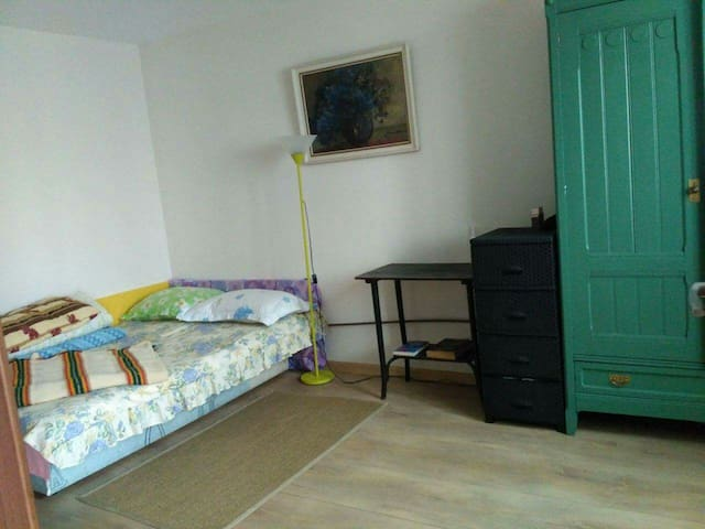 One room with double bed - Alba Iulia - House