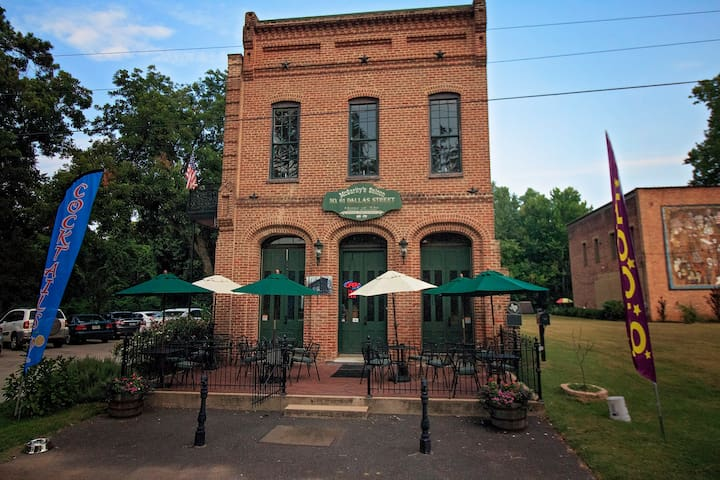 McGarity's Upstairs Inn (Entire Unit)