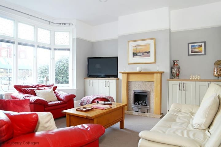 Westgate Bay House Sleeps 8,  a super central location with easy access to road and rail connections - Westgate on Sea