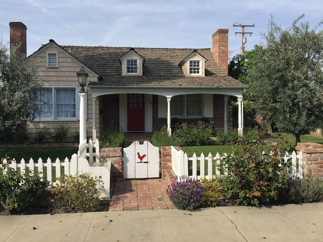 Charming Comfortable Quite and Close to Downtown. - Visalia - Huis