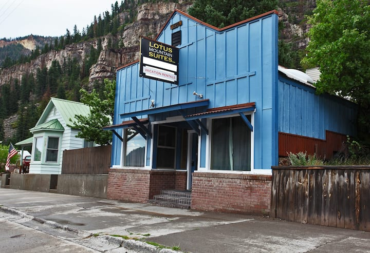 Renovated Historic Suite - Air Conditioning! - Heart of Downtown Ouray
