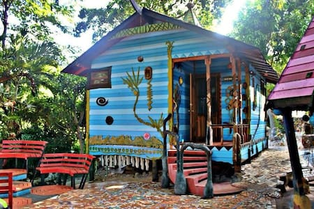 Come stay in our dream cabin! - Utila - Bed & Breakfast