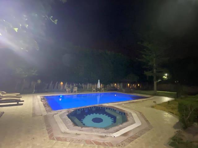 Al Frdous Luxury Vacation Home