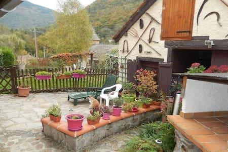 Maison de village jusqu'à 9 couchages - Soulan - Casa