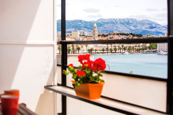 Orange Apartment with open sea view