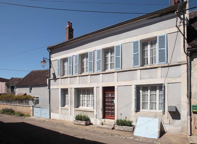 La Maison de Mahaut - Mailly-le-Château - Talo