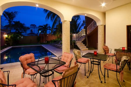 Summer Place Inn, sleeps up to 16 - San Miguel de Cozumel