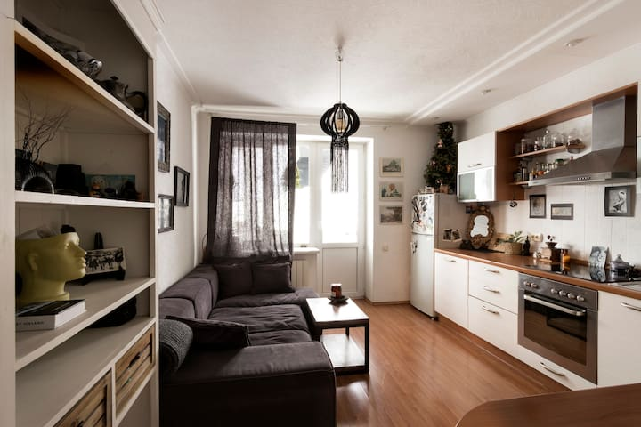Charming artistic apartment for two