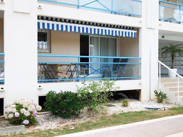 Le Lavandou Appart T2 - 4 pers / Piscine - Parking