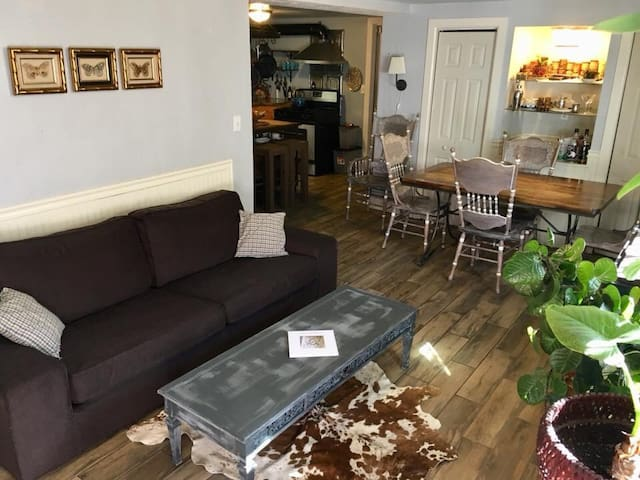 Comfy & Spacious unit in Emeryville home